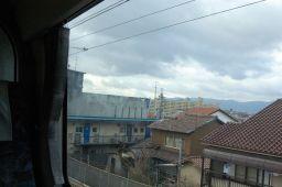 京阪特急ダブルデッカー車の2階から京都の街並みの写真